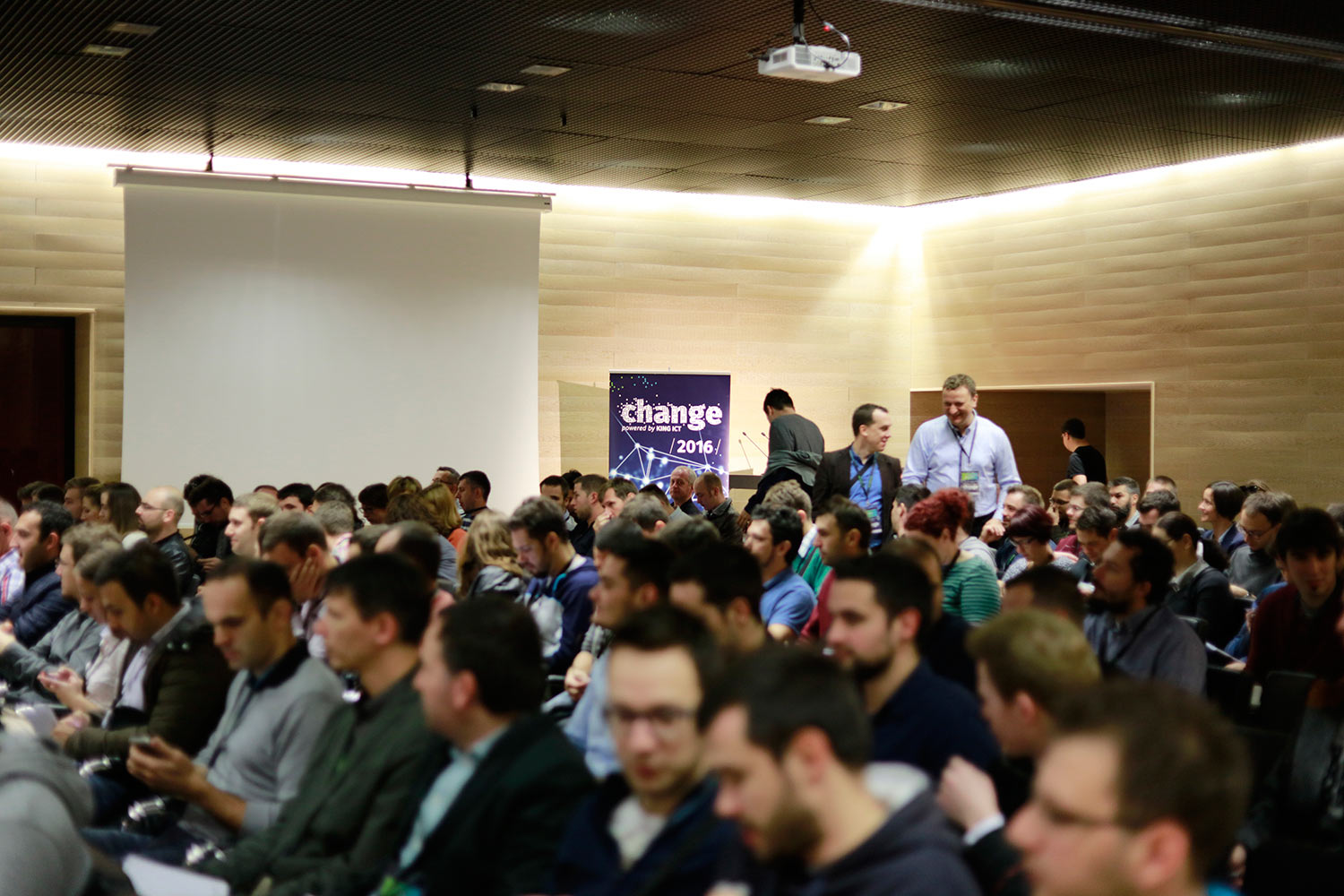 http://2016.changecon.com/wp-content/uploads/2016/10/audience_03.jpg